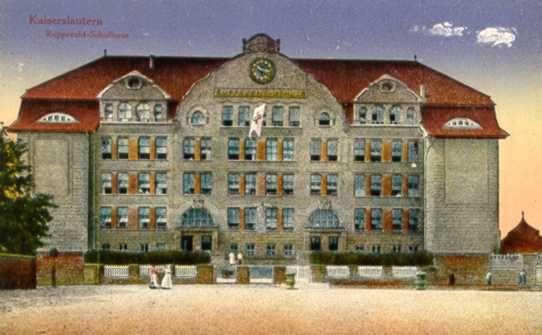 Schulgebäude Goetheschule von 1908 auf einer alten Postkarte.